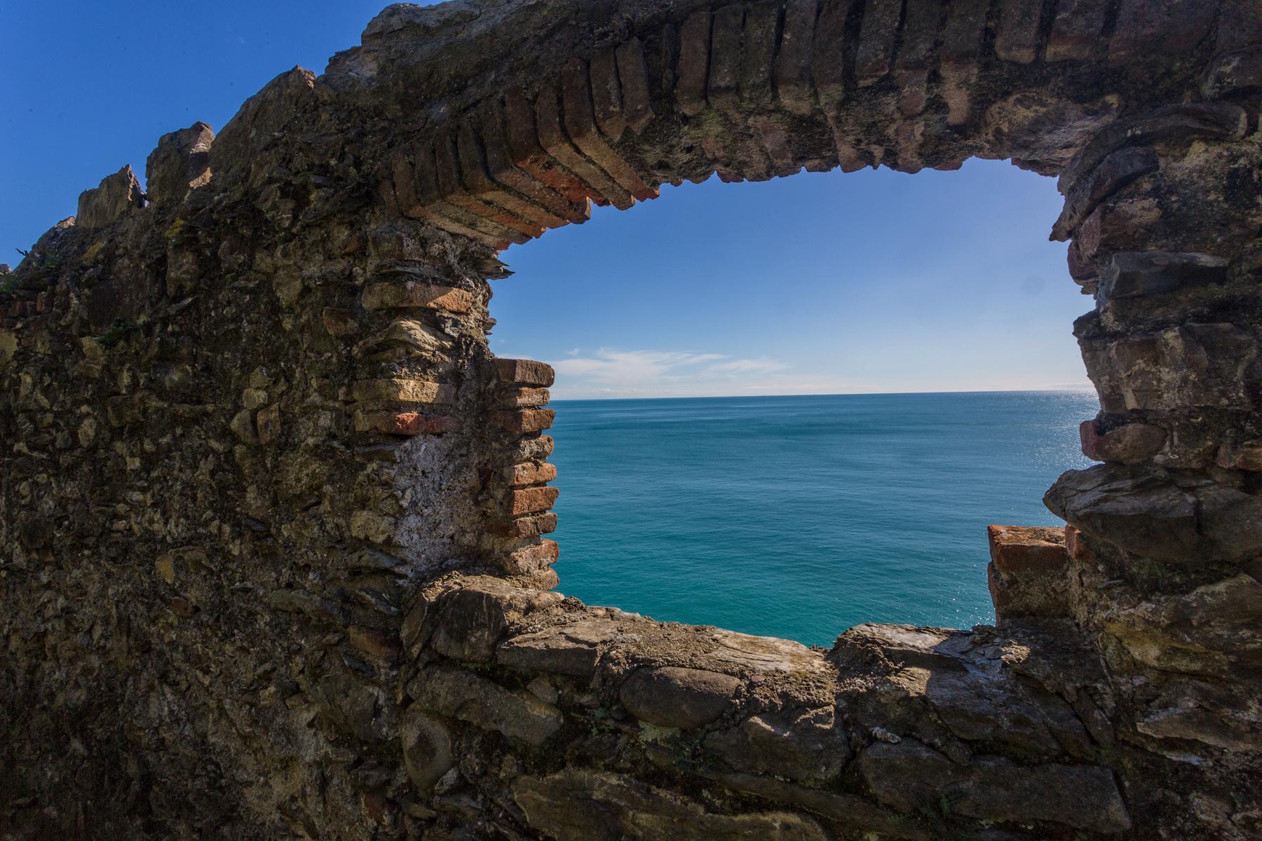 Una_finestra_aperta_allinfinito_-_Convento_Frati_Cappuccini_Monterosso_al_Mare_-_Cinque_Terre