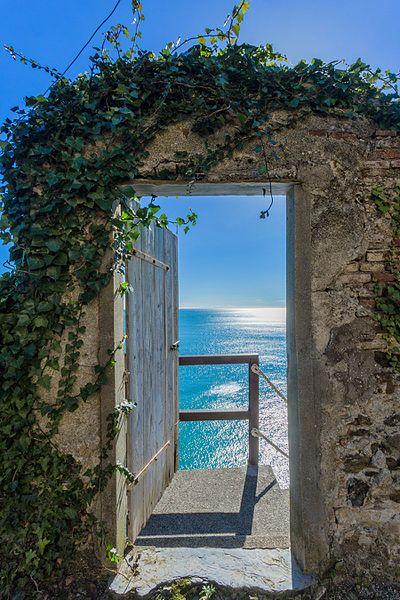 Verso_linfinito_-_Convento_Frati_Cappuccini_Monterosso_al_Mare_-_Cinque_Terre