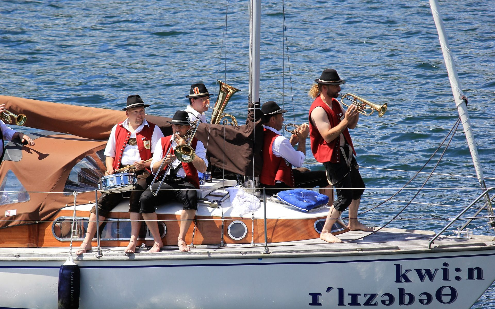 musica su barca a vela