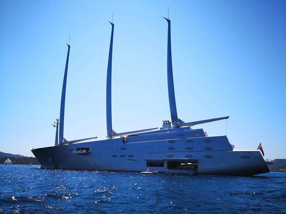 A-yacht-philippe-starck