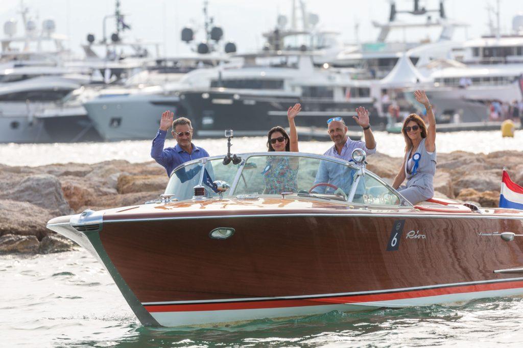Riva Yacht canens